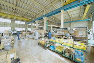 工場内の全体を横川から撮影している写真