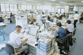 社内全体の仕事風景の写真